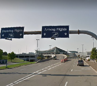 Buffalo-Niagara-Airport-arrivals-outside-road-sign