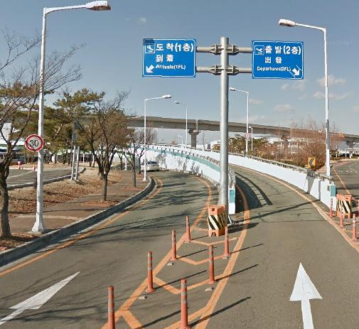 Gimhae-Airport-Arrivals-PUS-&-PUS-Departures-road-lanes